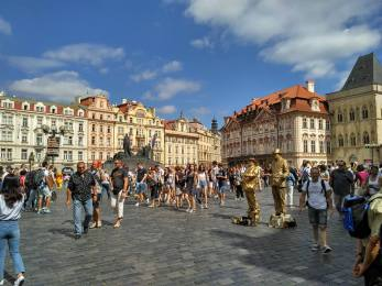 @pink.turtle.blog/ place de la vieille ville (Prague)