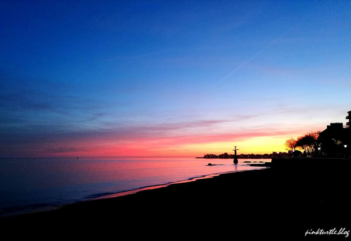 Coucher de soleil, front de mer, St Nazaire @pink.turtle.blog