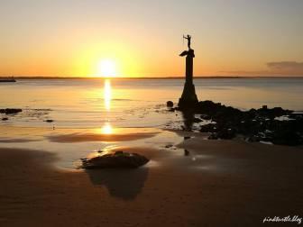 Lever de soleil sur la plage de Saint-Nazaire @pink.turtle.blog
