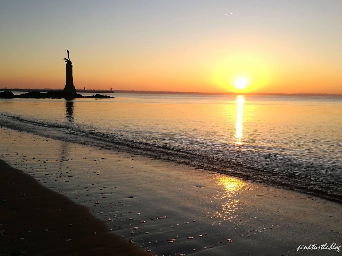 Lever de soleil, front de mer, Saint-Nazaire @pink.turtle.blog