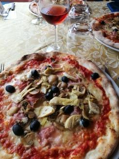 @pink.turtle.blog/ La Roca (pizza 4 stagioni)