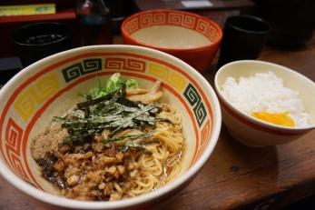 Restaurant de ramen, Akihabara, Tokyo / @pink.turtle.blog