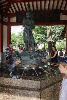 Chozuya, temple de Senso-ji/ @pink.turtle.blog