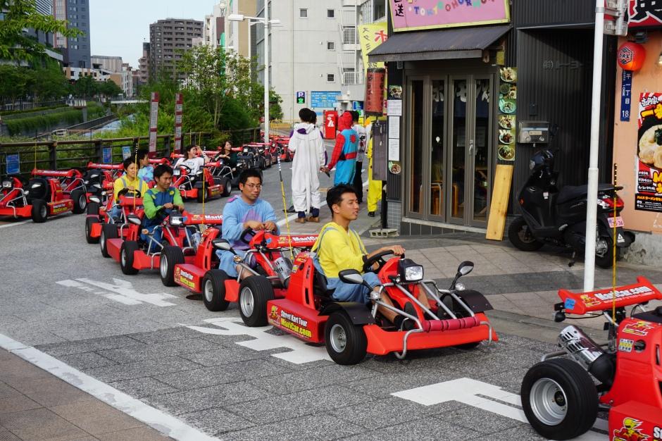 Mario Kart près de la Tokyo sky tree / @pink.turtle.blog