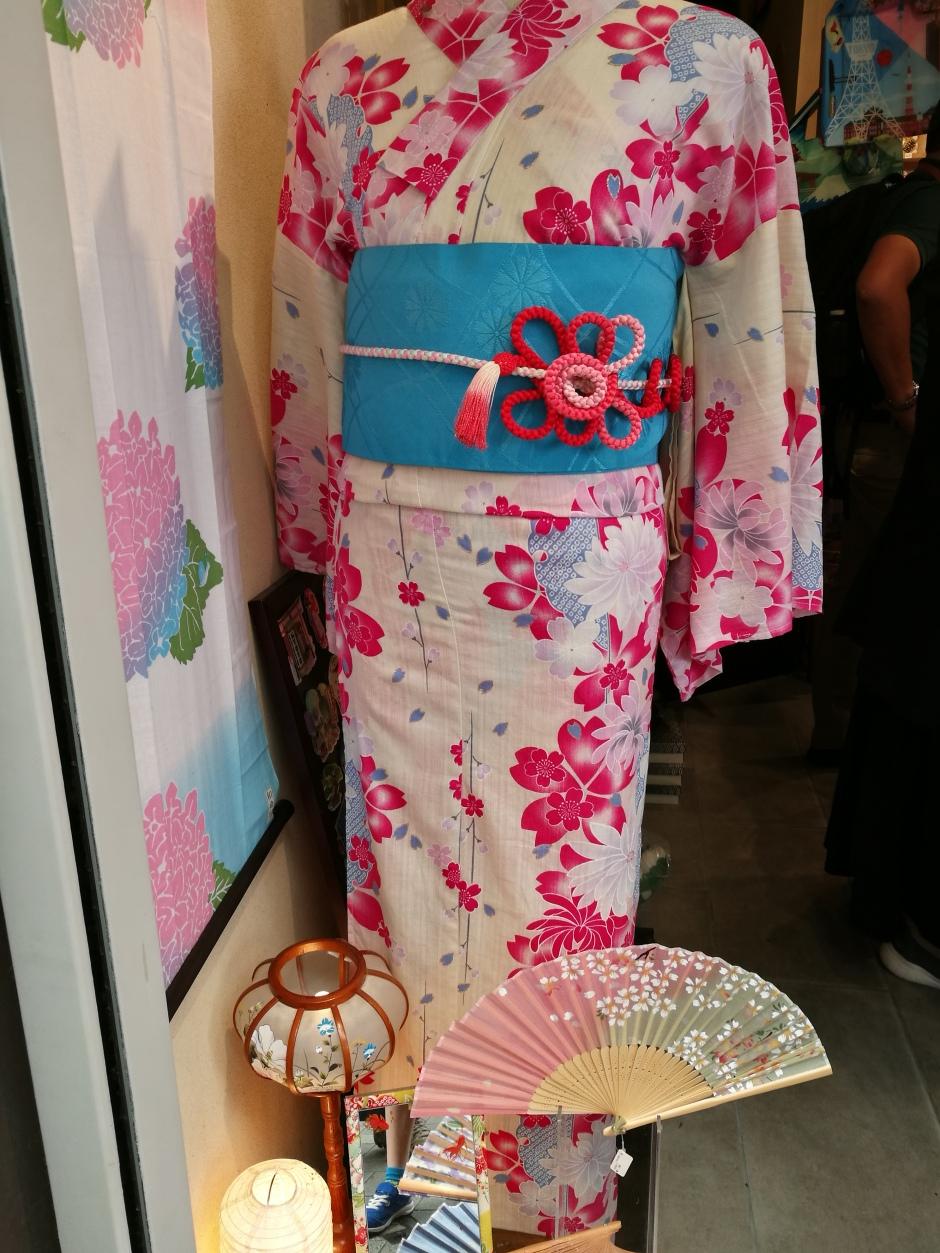 Kimonos rental / @pink.turtle.blog