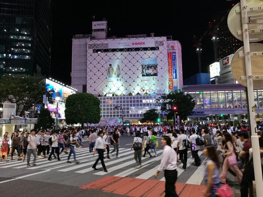 Shibuya, un vendredi soir de juillet / @pink.turtle.blog