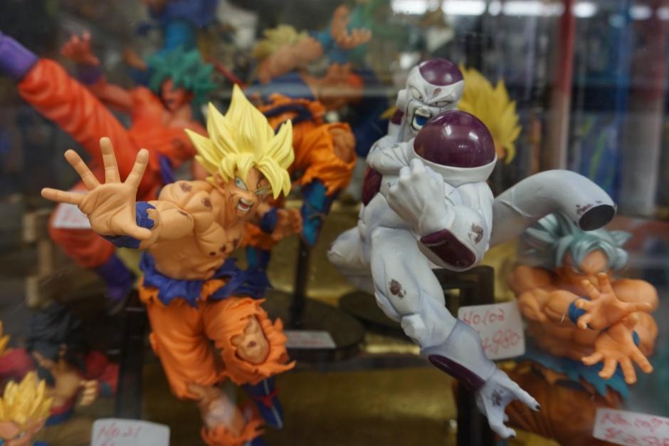 Akihabara, figurines/ @pink.turtle.blog