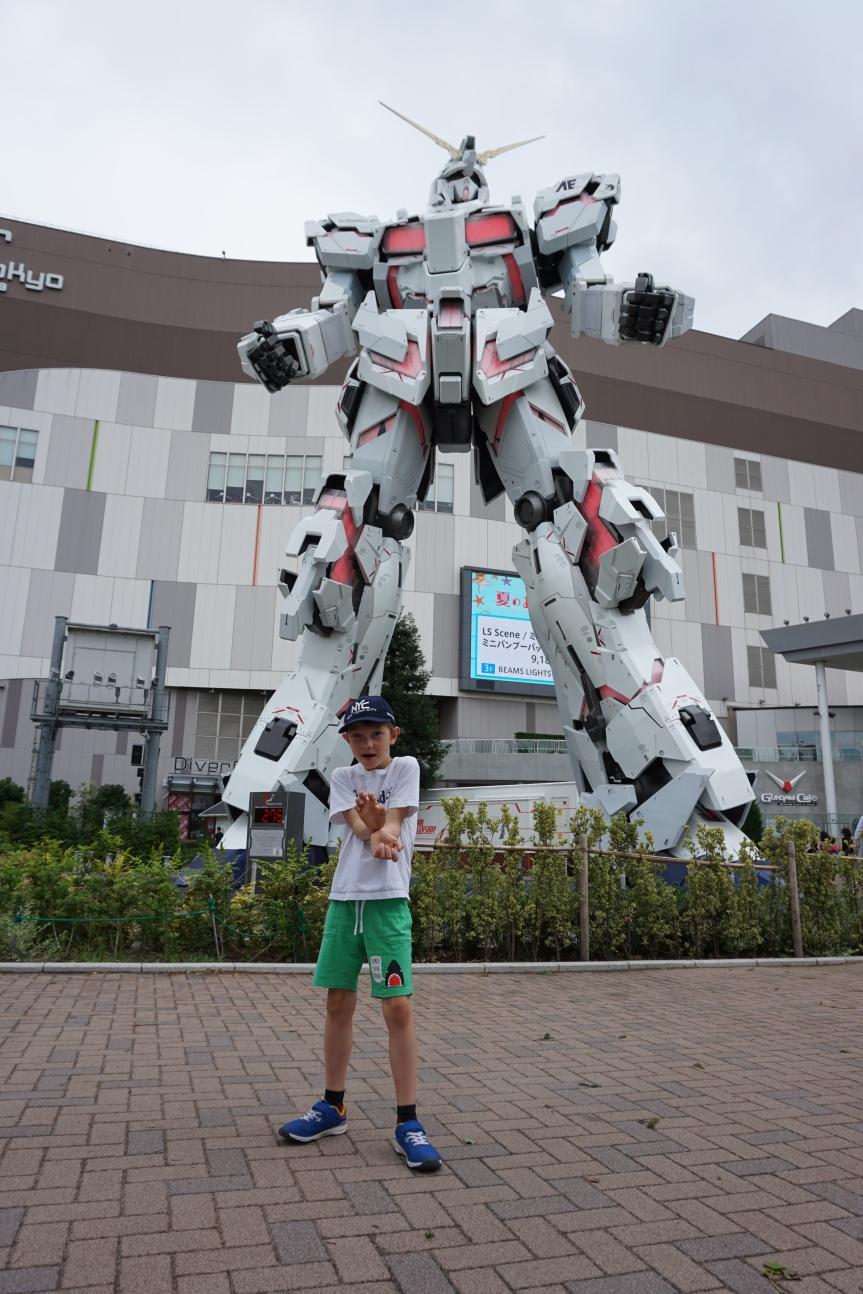 Gundam/ @pink.turtle.blog
