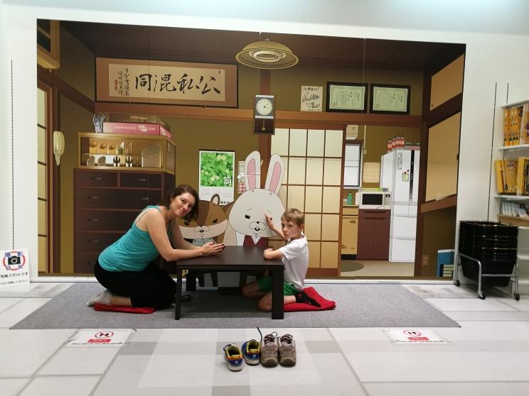 Magasin manga (bâtiment Fuji)/ @pink.turtle.blog