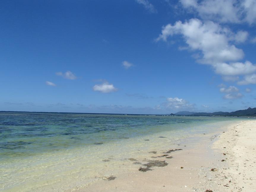 Yonehara beach/ @pink.turtle.blog