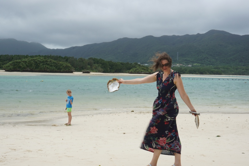 Kabira bay après le typhon/ @pink.turtle.blog
