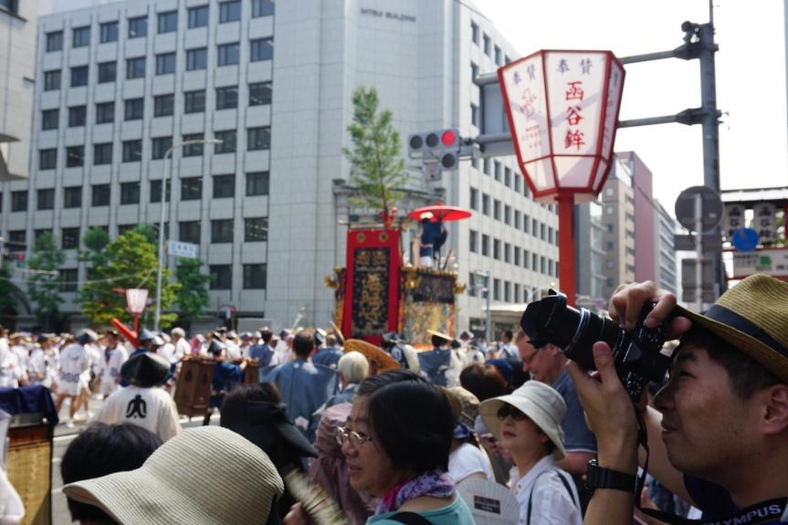 char bloqué au feu! Gion Matsuri/ @pink.turtle.blog