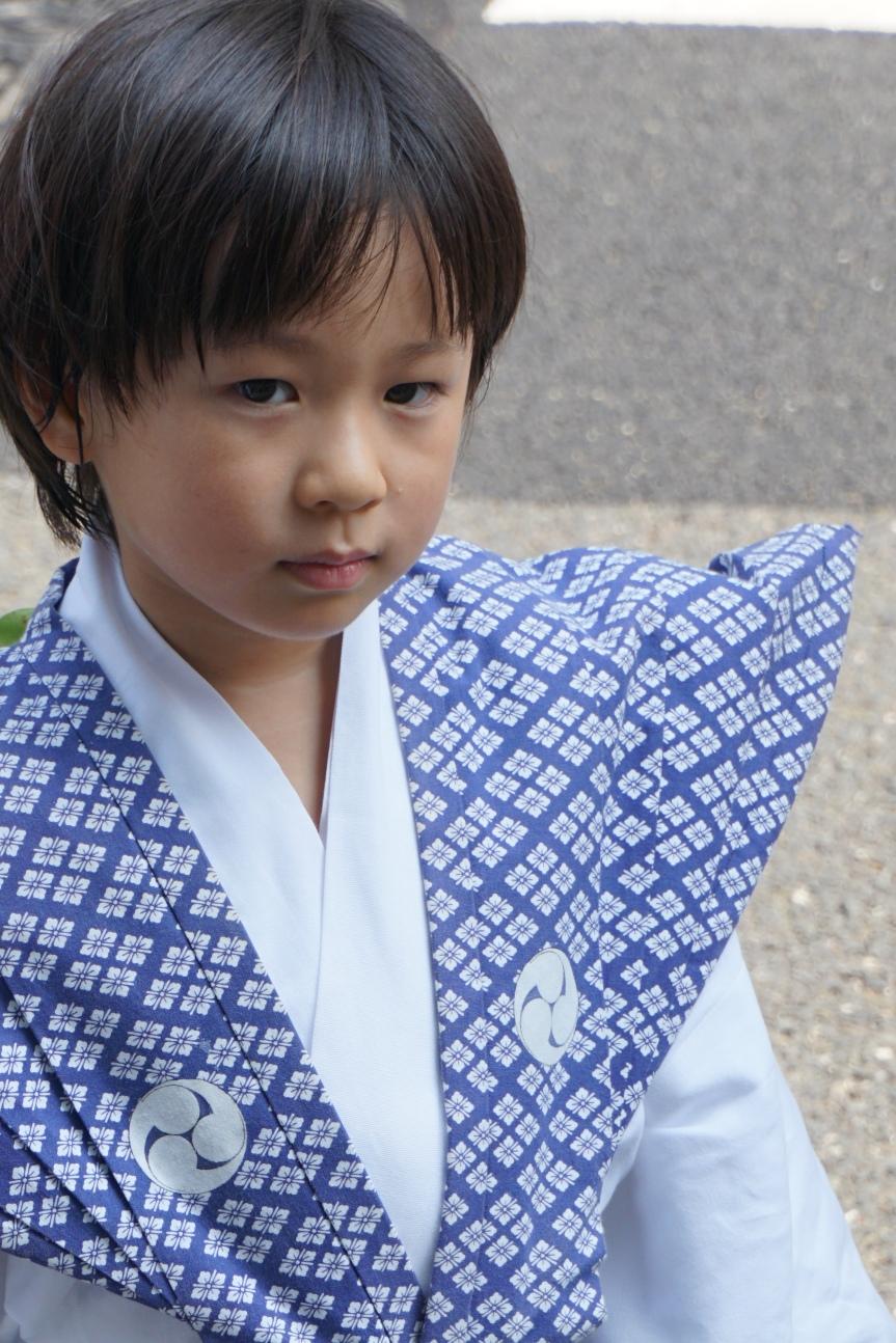 Jeune garçon en kimono, Gion Matsuri/ @pink.turtle.blog
