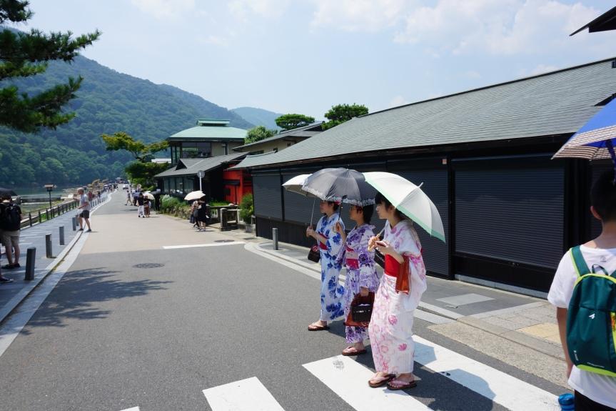 Juste avant le pont Togetsukyo/ @pink.turtle.blog