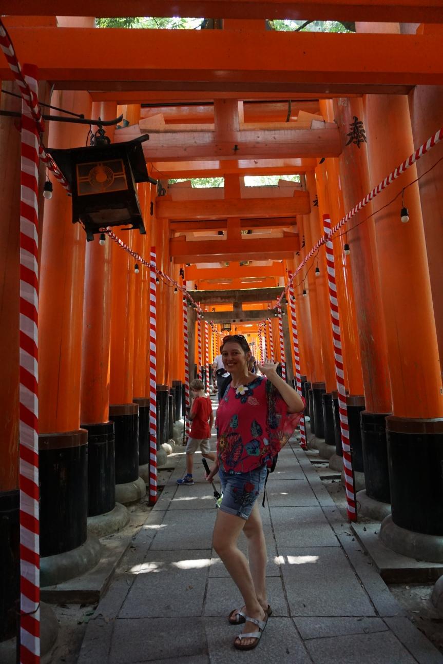 Entrée des 10 000 torii/ @pink.turtle.blog