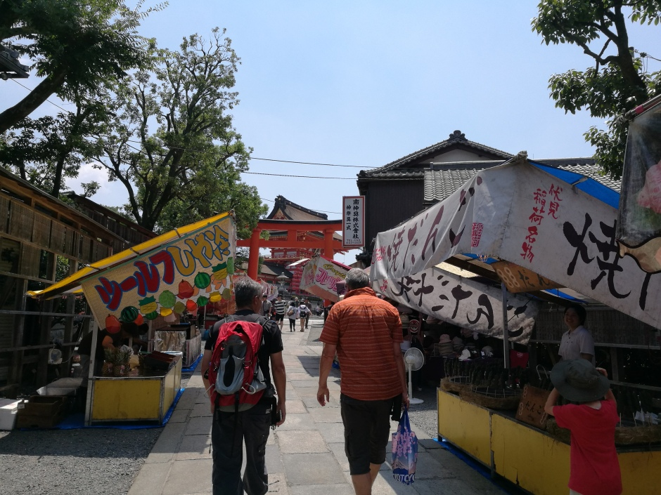 Entrée du Fushimi Inari Teisha/ @pink.turtle.blog