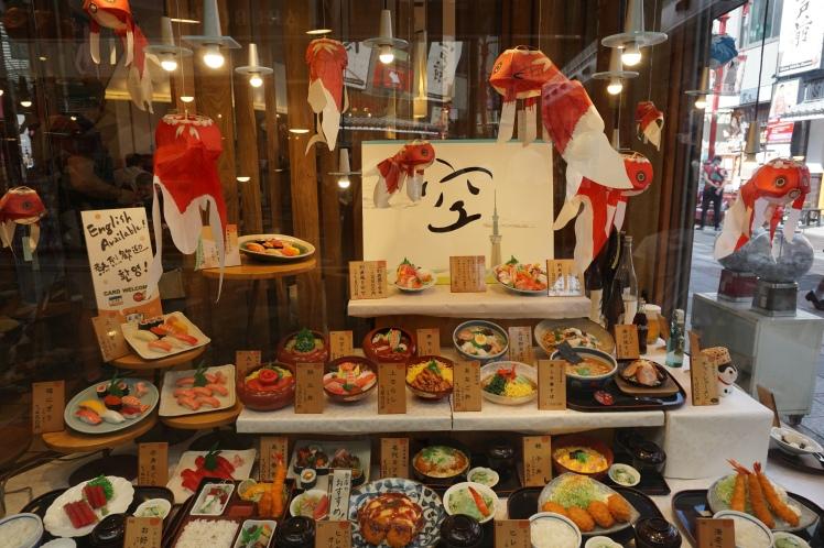 Vitrine d'un restaurant, Asakusa, Tokyo/ @pink.turtle.blog