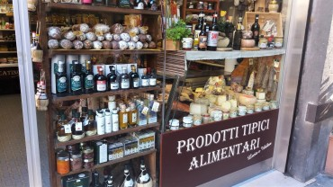 Epicerie, Lucca/ @pink.turtle.blog