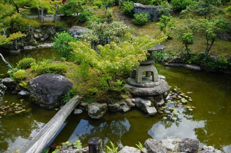 Jardin Yoshikien, Nara/ @pink.turtle.blog
