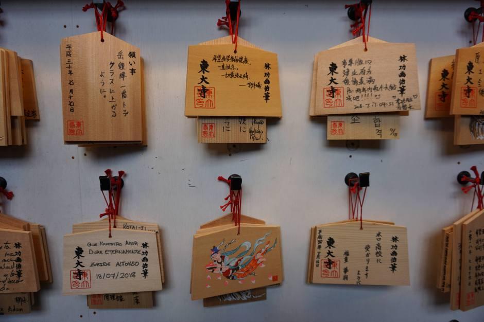 Ema (Voeux et prières) Todai-ji/ @pink.turtle.blog
