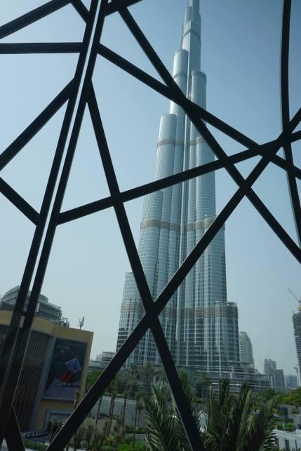 A la sortie du métro, Dubaï Mall/ @pink.turtle.blog
