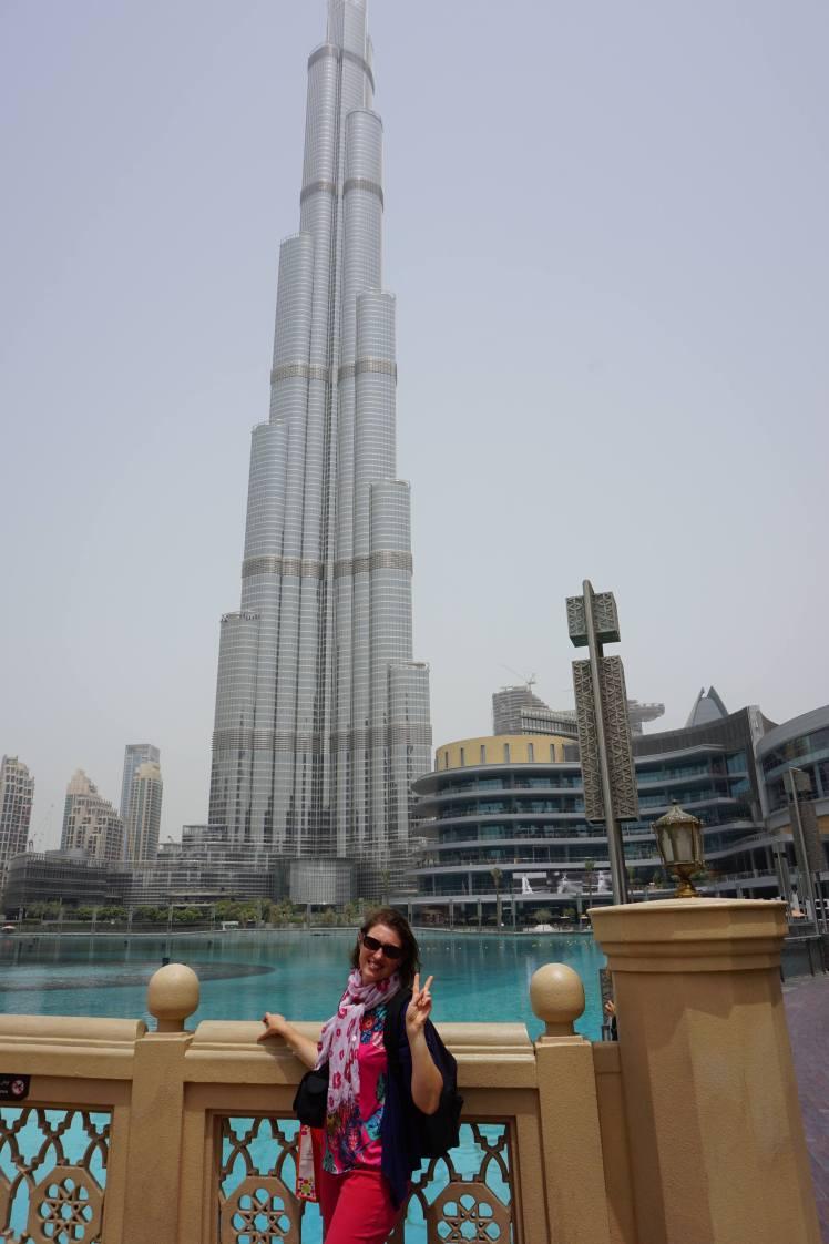 Devant le Burj Khalifa/ @pink.turtle.blog