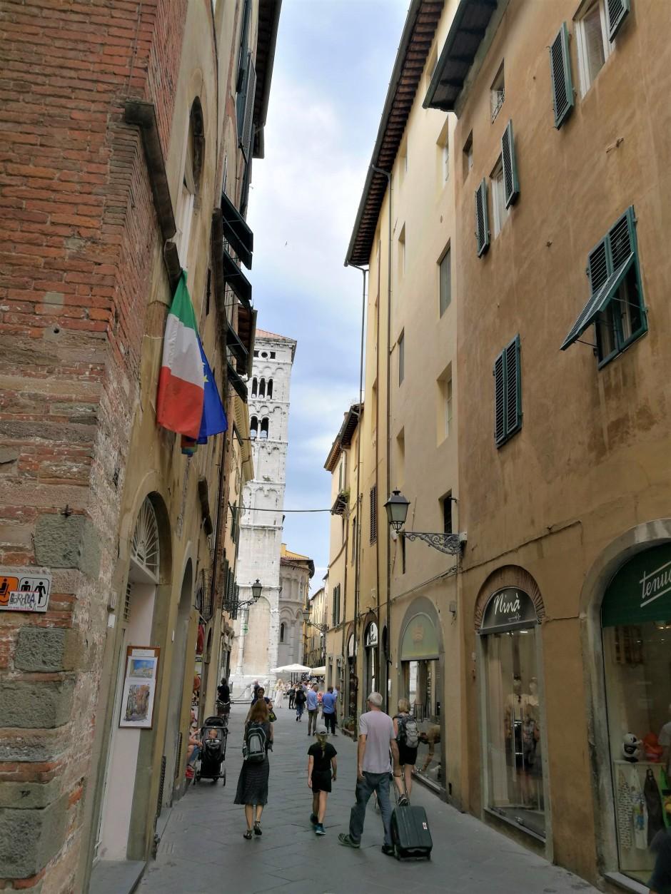rues de Lucca/ @pink.turtle.blog