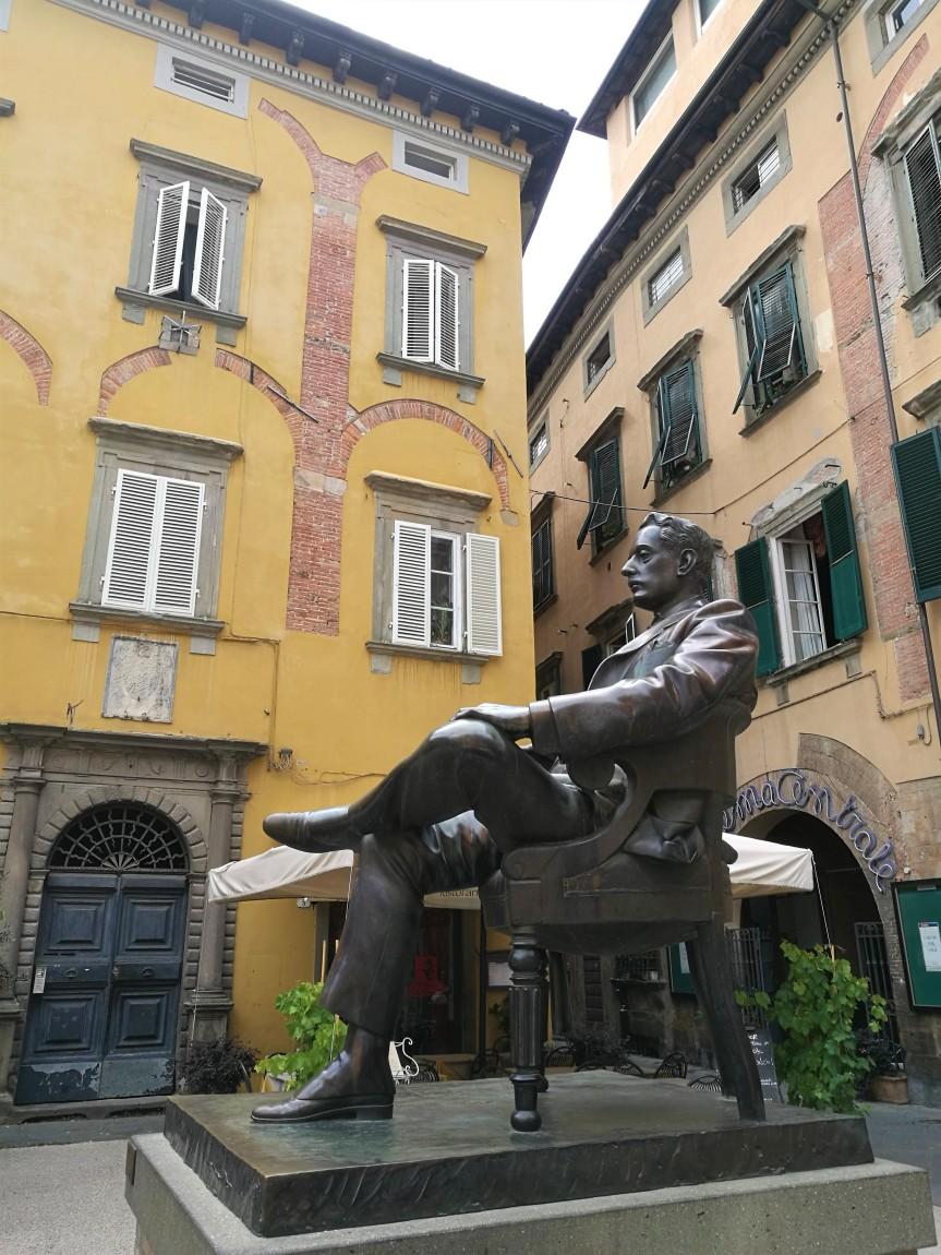 piazza Cittadella, Lucca/ @pink.turtle.blog