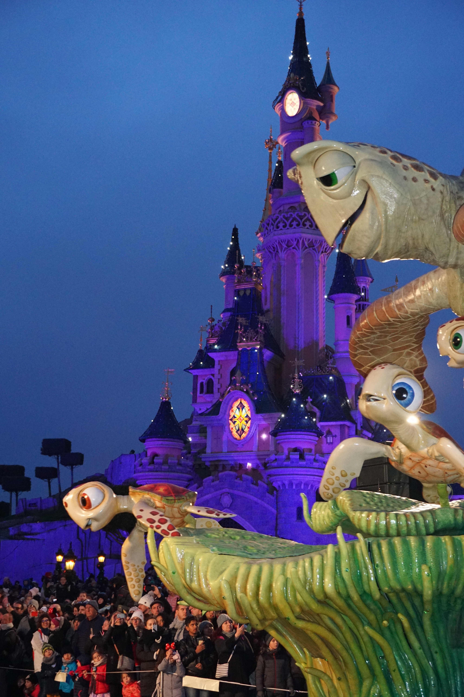 Grande parade, Disneyland @pink.turtle.blog
