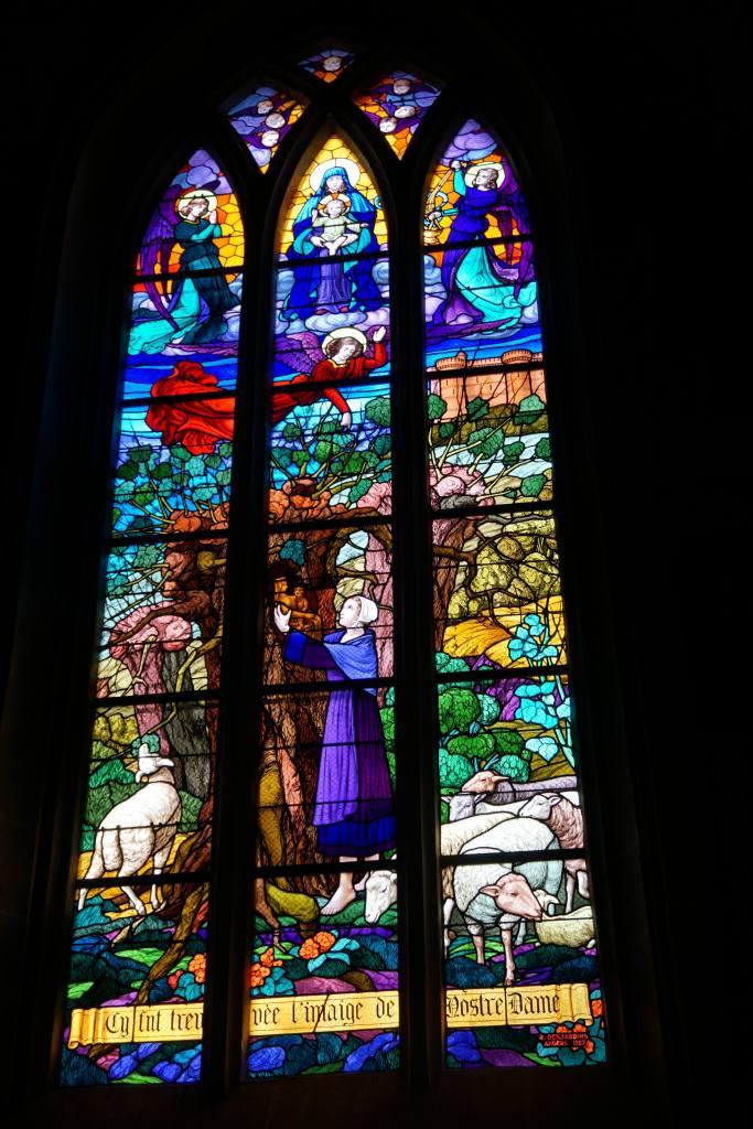 Vitraux de l'Eglise, Rochefort-en-terre@pink.turtle.blog