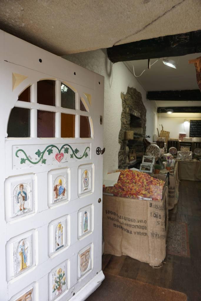 Boutique de confiseries, Rochefort-en-terre @pink.turtle.blog