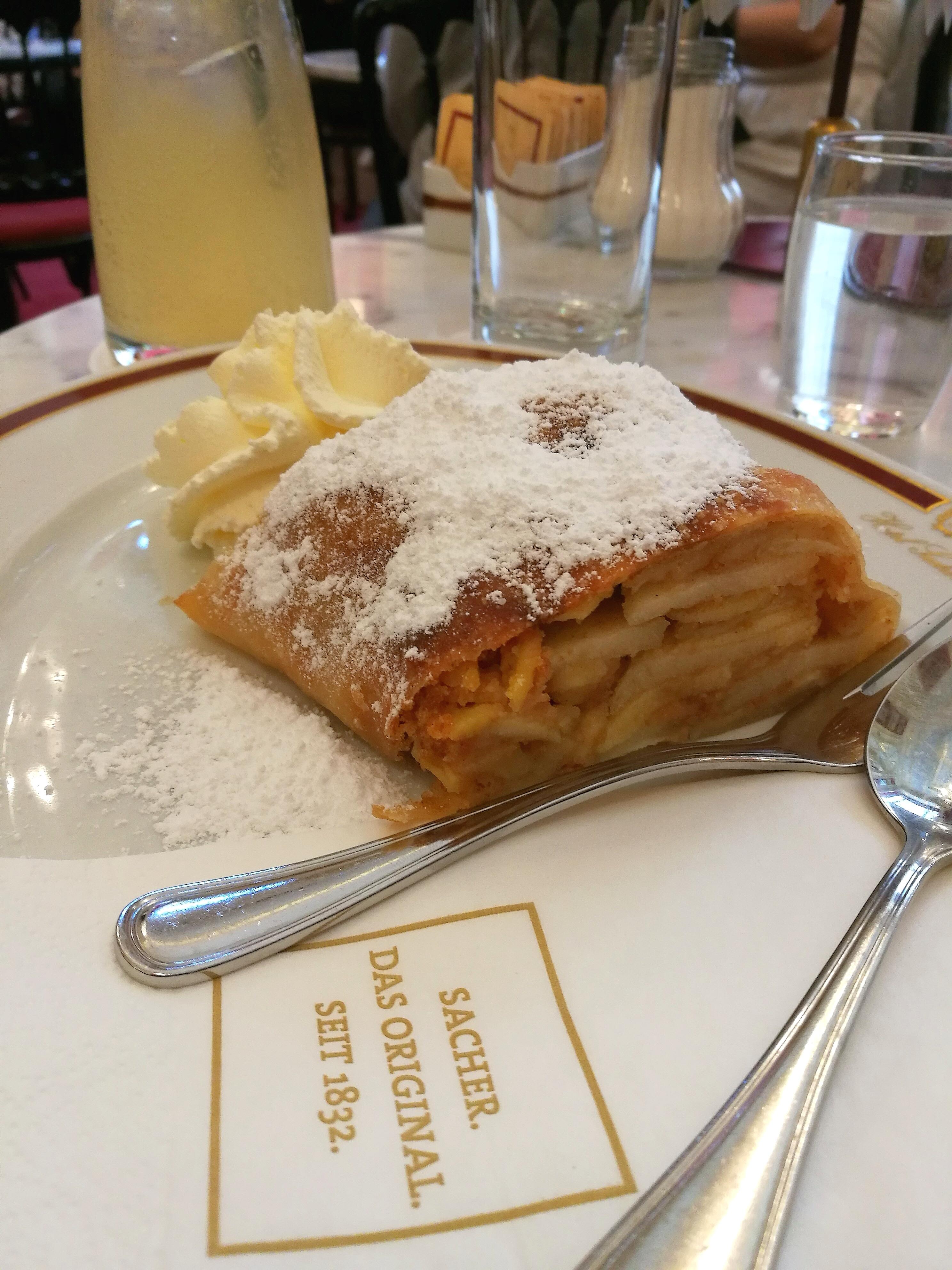 Café Sacher, Vienne @pink.turtle.blog