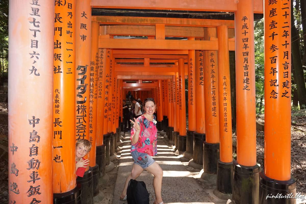 Fushimi Inari en famille, Kyoto @pink.turtle.blog