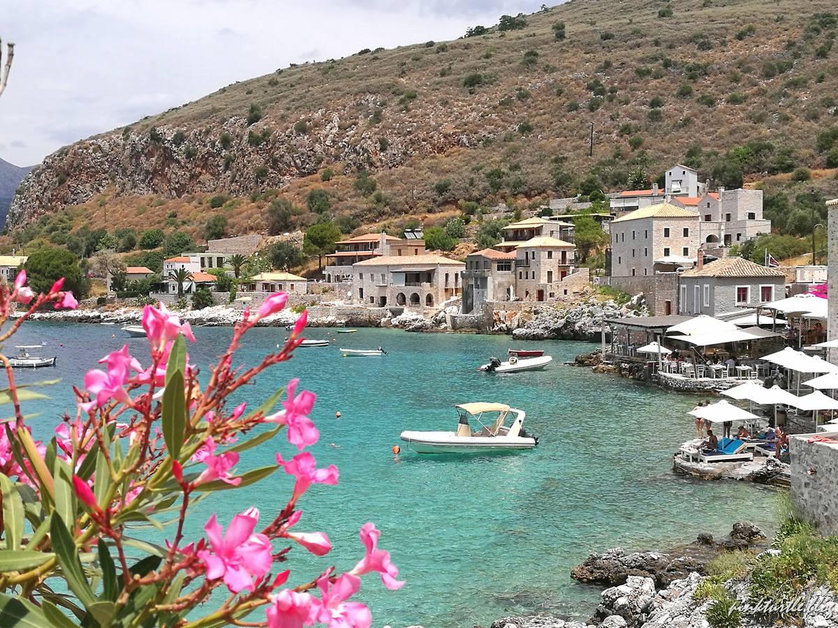 Limeni, Grèce @pink.turtle.blog